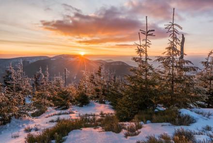 Adam Mojžíšek – Západ slunce nad Kněhyní
