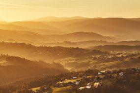 Polské Beskydy, pohled na Lysou horu z Ochodzitej