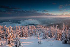 Zadní hory, hřeben Grůňe a přehradní nádrž Šance pohledem z Lysé hory